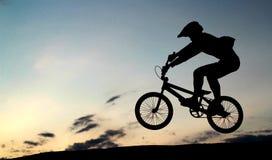 Salto de BMX Imagem de Stock