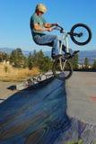 Salto de BMX Imágenes de archivo libres de regalías