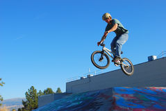 Salto de BMX Fotos de Stock Royalty Free