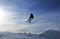 Salto de esqui nos alpes suíços Fotos de Stock Royalty Free