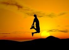 Salto de la alegría - fondo de la puesta del sol Foto de archivo libre de regalías