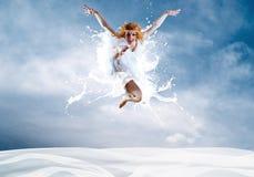 Salto de la bailarina Fotos de archivo libres de regalías