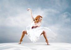 Salto de la bailarina Imagen de archivo libre de regalías