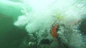 Salto de la cascada almacen de metraje de vídeo