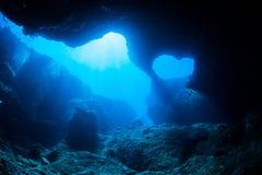 Salto de la cueva fotos de archivo libres de regalías