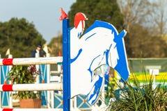 Salto de la demostración del caballo de Equestrain Foto de archivo libre de regalías