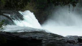 Salto de La Leona Waterfall, Chile arkivfilmer