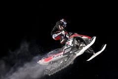 Salto de la moto de nieve. Fotos de archivo libres de regalías