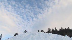 Salto de la moto de nieve