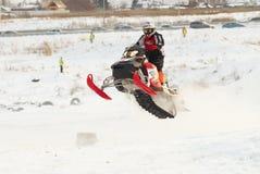 Salto de la moto de nieve del deporte Foto de archivo