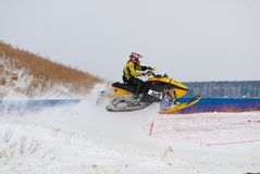 Salto de la moto de nieve del deporte Fotos de archivo