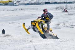 Salto de la moto de nieve del deporte Imagen de archivo libre de regalías