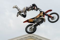 Salto de la motocicleta Tyumen Rusia Imagenes de archivo