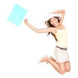 Salto de la mujer de las compras del verano Imágenes de archivo libres de regalías