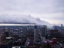 Salto de la nube de tormenta del efecto del lago en la ciudad de Chicago Foto de archivo