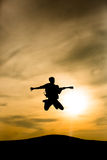 Salto de la silueta del guitarrista Foto de archivo