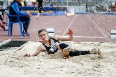 Salto de longitud del atleta de la muchacha Foto de archivo