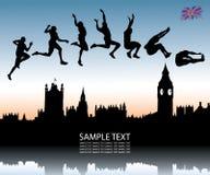 Salto de longitud sobre la ciudad de Londres Foto de archivo libre de regalías