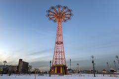 Salto de paraquedas de Coney Island Fotos de Stock Royalty Free