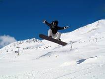 Salto de Snowborder (muchacha) Fotografía de archivo