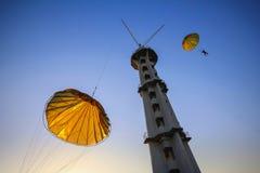 Salto de uma torre de paraquedas Fotografia de Stock