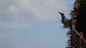 Salto de Wingsuit en China almacen de metraje de vídeo