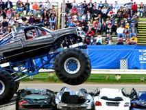Salto del carro de monstruo Imagenes de archivo