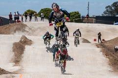 Salto del cavaliere di BMX fotografia stock libera da diritti