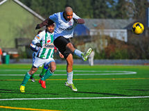 Salto del fútbol del club del Mens fotografía de archivo libre de regalías