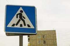 Salto del ` del paso de peatones del ` de la señal de tráfico el peatón, fotografía de archivo