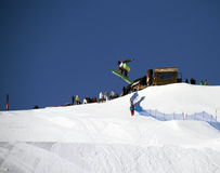Salto del Snowboard Fotos de archivo libres de regalías