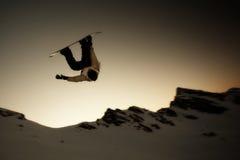 Salto del Snowboarder de la silueta Imagen de archivo libre de regalías