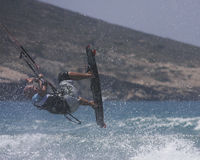 Salto del surfista dell'aquilone Immagini Stock Libere da Diritti