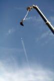 Salto dell'ammortizzatore ausiliario e un aeroplano Fotografia Stock Libera da Diritti