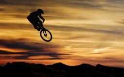 Salto della bici Immagini Stock