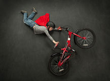 Salto della bici del supereroe Fotografia Stock Libera da Diritti