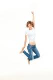 Salto della giovane donna Fotografia Stock