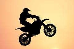 Salto della motocicletta Fotografie Stock