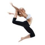 Salto della ragazza di sport Fotografia Stock