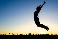 Salto della siluetta della donna Fotografie Stock
