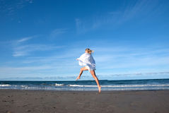 Salto della spiaggia Fotografie Stock Libere da Diritti