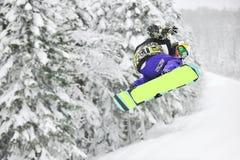 Salto dello Snowboard Immagini Stock