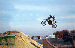 Salto di Motorbiker Fotografie Stock