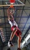 Salto di pallacanestro Immagini Stock