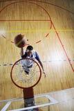 Salto di pallacanestro Immagine Stock