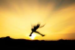 Salto di Silhouetter Immagine Stock