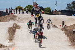 Salto do cavaleiro de BMX fotografia de stock royalty free