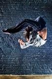 Salto do dançarino da mulher nova foto de stock royalty free