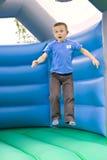 Salto do menino dos anos de idade seis Foto de Stock Royalty Free