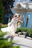 Salto do noivo e da noiva Foto de Stock Royalty Free